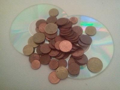 Falsificación de monedas - delito - piratería